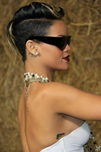 short-rihanna-hairstyles-2012-10